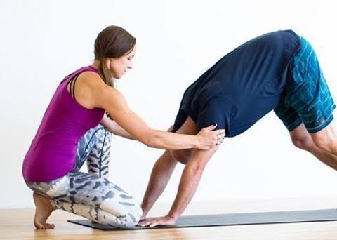 """练瑜伽时应该听老师口令""""肩膀该一直往下吗?""""-小心伤痛找上门"""