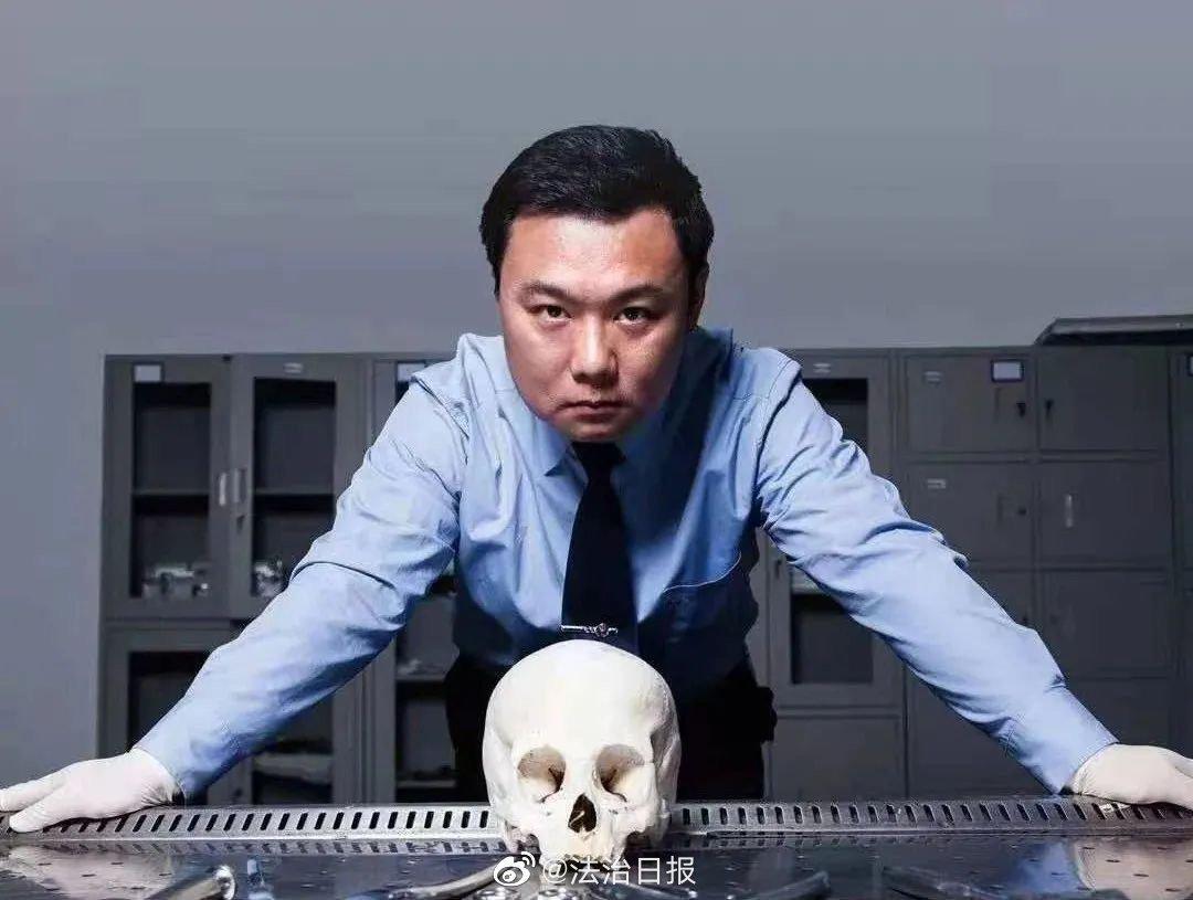 """法医秦明:""""找到真凶是对死者最大的慰藉!"""""""