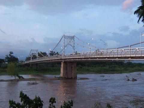 匪夷所思,洪都拉斯斥巨资造了座桥,飓风过后,桥还在,河跑了