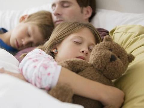 父母的这些行为将会影响到孩子的睡眠!