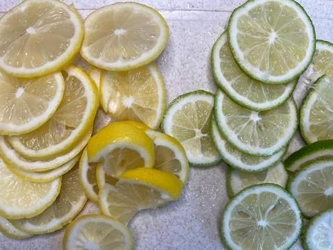 想做酸甜可口的柠檬水?关键步骤注意到,自制柠檬水就不会苦了