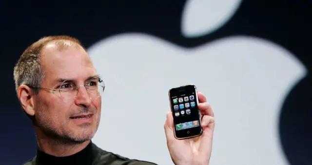 当初代iPhone遭遇刘海屏,这画面太美乔布斯都不敢看