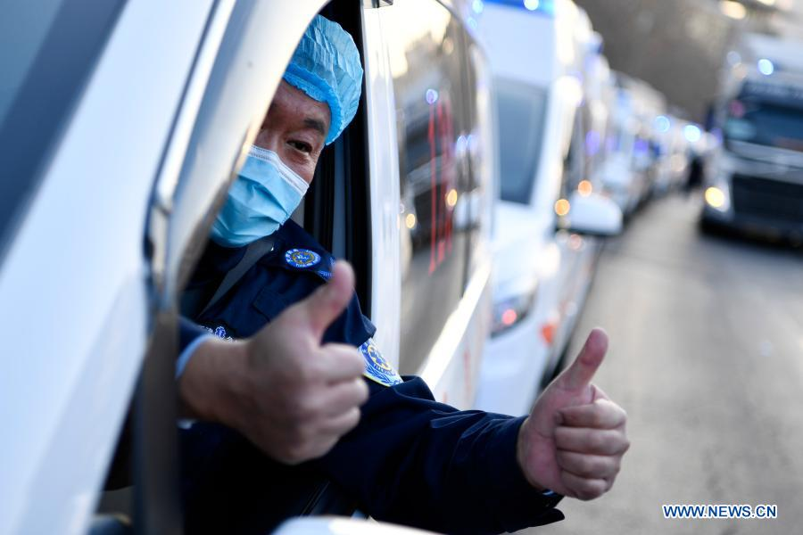 A member of a medical team thumbs up to indicate his confidence before leaving for Hebei Province at Tianjin Emergency Center in Tianjin, north China, Jan. 11, 2021. As the second wave of medical emergency aid from Tianjin to Hebei Province, the team consists of 87 members, flanked by 20 ambulances and two other vehicles loaded with supplies for epidemic prevention and control. (Xinhua/Li Ran)