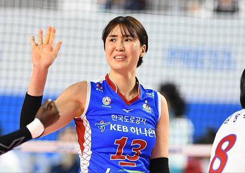 韩国女排联赛40岁老将全场仅得4分,曾与中国女排黄金一代同龄