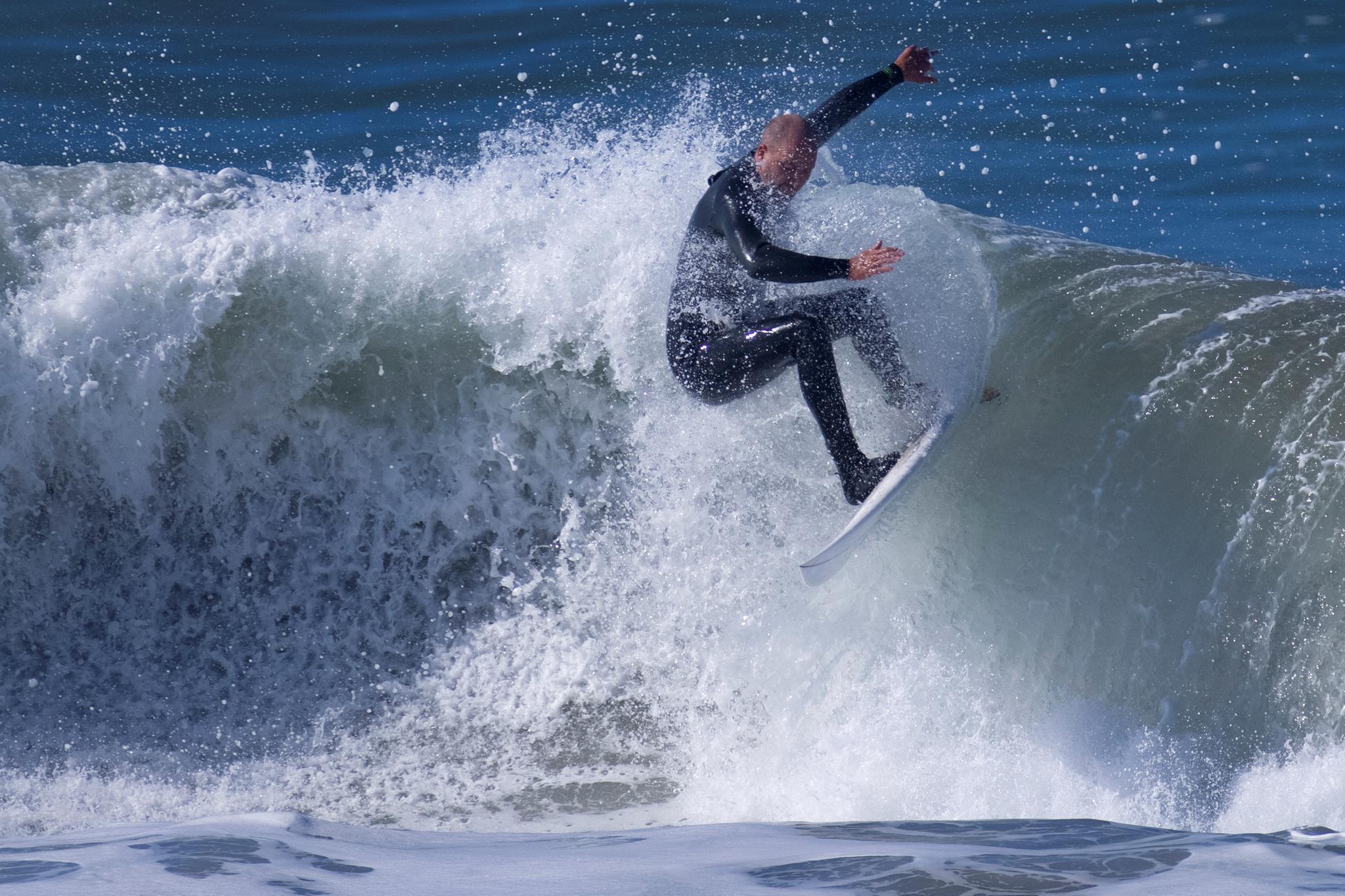 勇者与巨浪的一场搏斗 美国加州