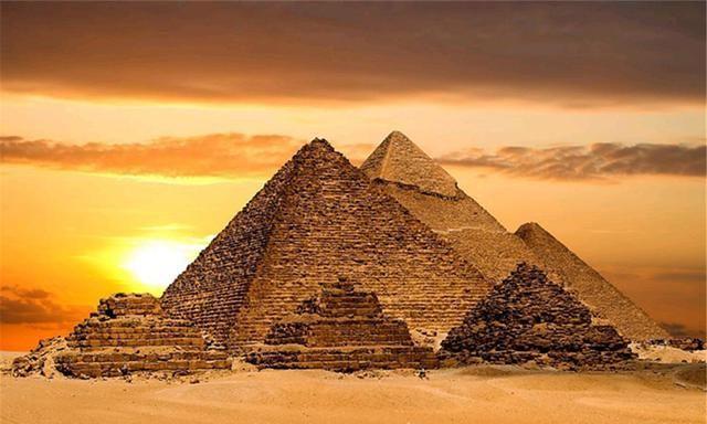 """亚速尔群岛发现""""水下金字塔"""",面积达8000千米,是谁建造的?"""