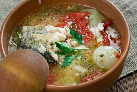 炖鱼汤时,用料酒去腥是外行,加一瓶它,鱼汤鲜美好喝没腥味