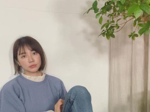 36岁韩国女星尹恩惠,穿蓝色上衣淡妆出镜
