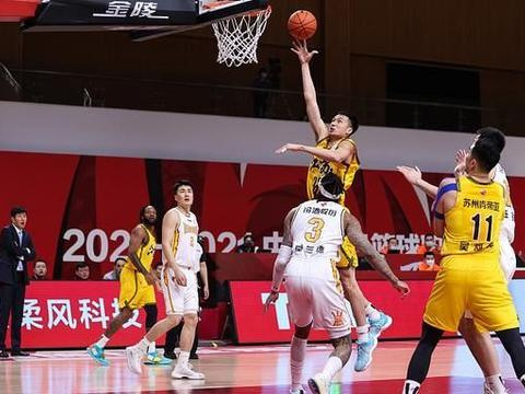 郑祺龙20分,张宁12分,山西汾酒111-106江苏肯帝亚,终结3连败!