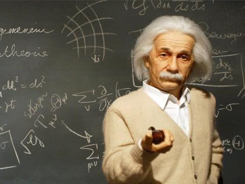 爱因斯坦标志性的乱发,是他懒得去打理?真实原因让人心疼