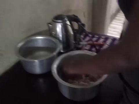 非洲牛肚太便宜了,九元一斤,狂炖三小时,吃货助理可以饱餐一顿