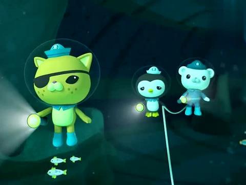 小纵队去海底探险,这么黑的天,幸亏走的时候带了手电筒
