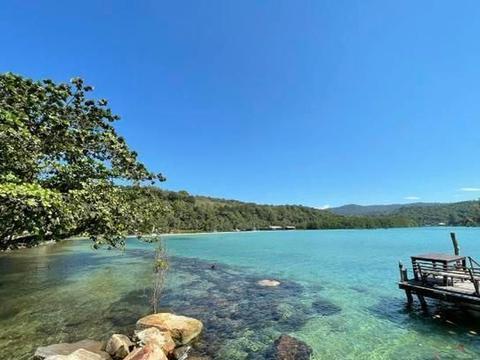 只知道泰国的普吉岛就落后啦!这个因为狗多而取名的岛屿一定要来