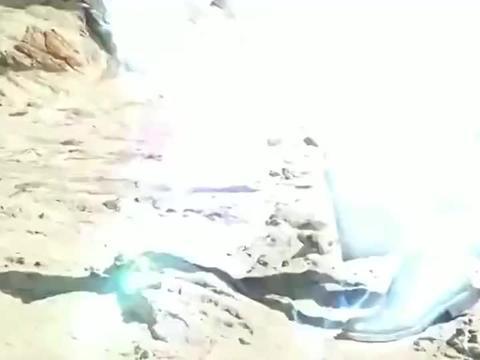 假面骑士:召唤出三位英雄,合力救出被猎魔者束缚的人类!
