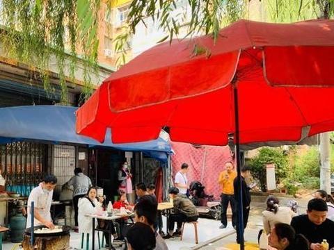 河北涿州市最火的水煎包店,30年来只卖一种馅,等1小时才吃上