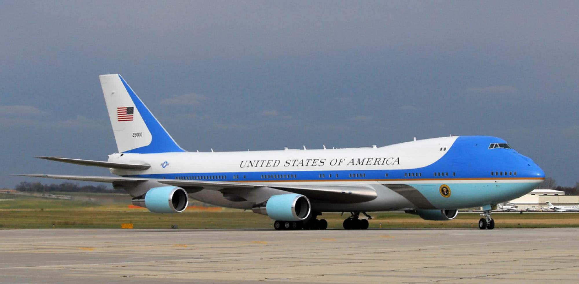 """美国总统座驾,""""空军一号""""有多安全?为何被称无法击落的飞机?"""