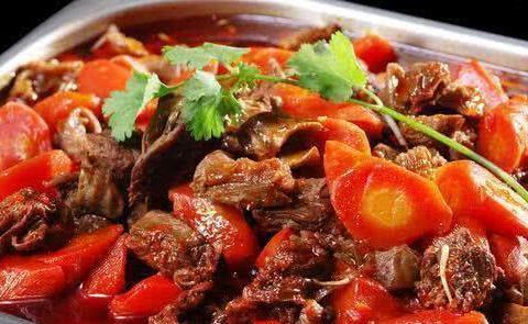 咖喱鱼片,虎皮椒拌皮蛋,胡萝卜炖牛肉的做法