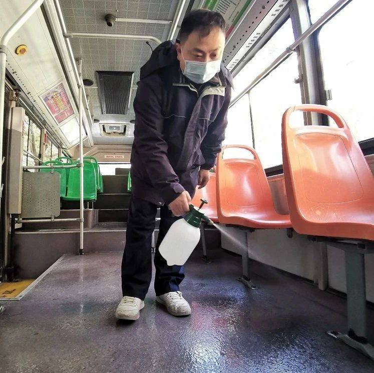 武汉公共交通、文化场馆加强疫情防控,扫健康码戴口罩一个不能少