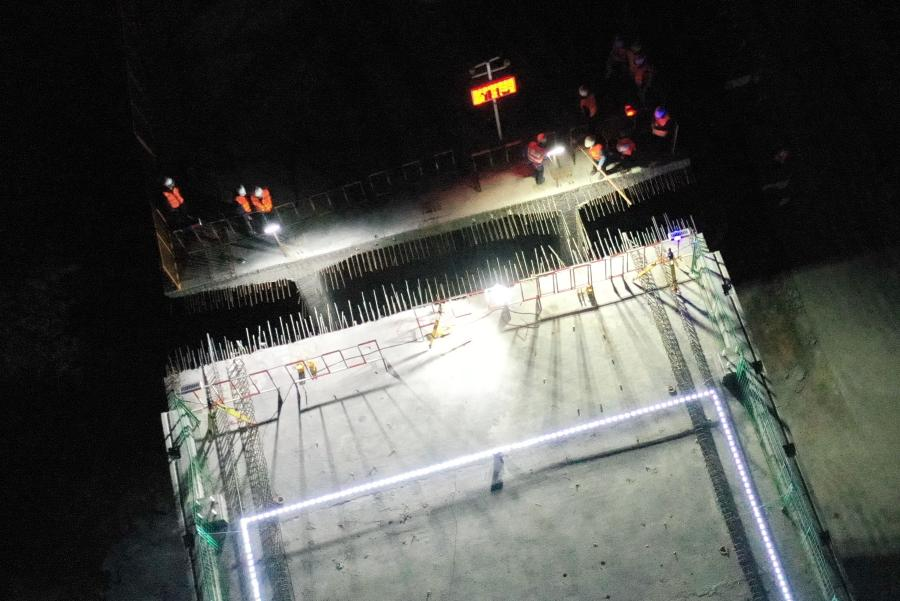 Aerial photo taken on Jan. 12, 2021 shows the construction site of the swivel of a huge girder for a grand bridge of the Fuzhou-Xiamen high-speed railway at Qingkou Town of Minhou County, southeast China's Fujian Province. The 14,500-tonne girder, a part of the 896-meter grand bridge, was successfully swiveled to the targeted position on Tuesday. (Xinhua/Lin Shanchuan)