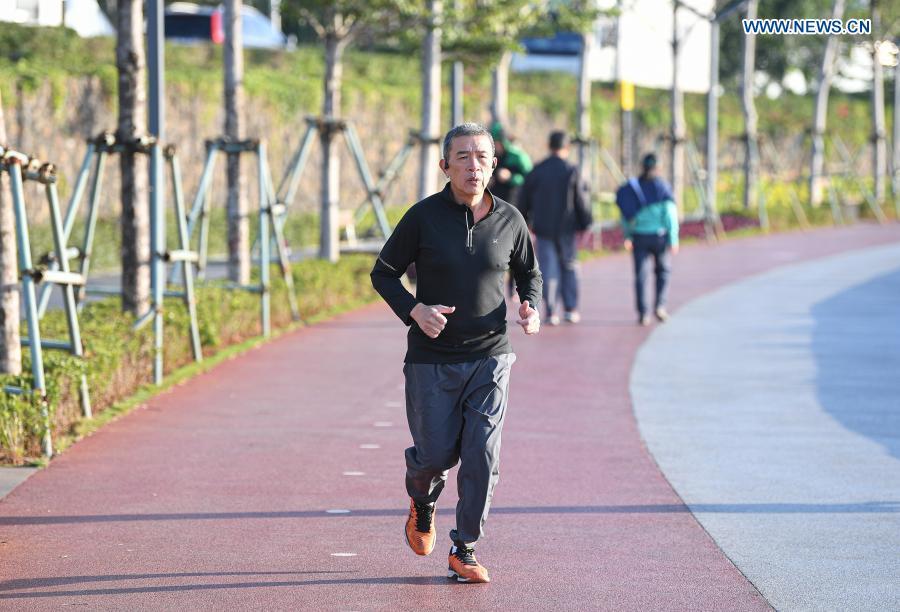 A man runs at Haikou bay in Haikou, south China's Hainan Province, Jan. 12, 2021. (Xinhua/Pu Xiaoxu)