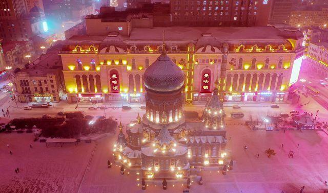 黑龙江哈尔滨:大雪不期而至,百年历史索菲亚教堂雪中流光溢彩!