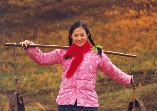 章子怡15年前旧照,国际范长相受捧,和维密超模合影身材不输对方