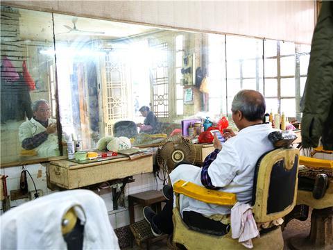 广东潮州牌坊街,即将消失的老理发店,探寻美发60年的变迁