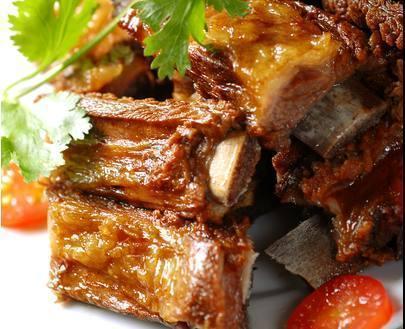 美食推荐:五香排骨、鸡油菌面筋鸡、香蒜孜然猪肉粒、五香杏鲍丝