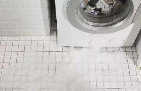 为什么洗衣机排水管不能直插地漏?听了老师傅的话,才知缺点不少