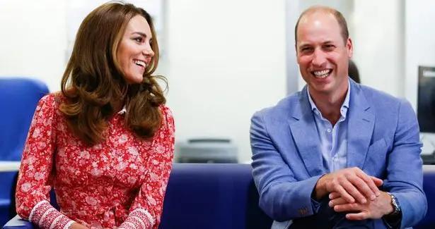威廉王子向凯特求婚成功后各方的反应 弟弟哈里爆粗口 女王兴奋