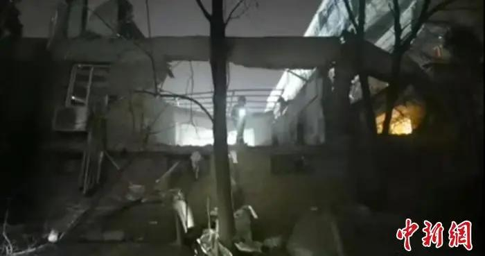 内蒙古包头市某医院职工餐厅发生爆炸坍塌 疏散周边民众500余人