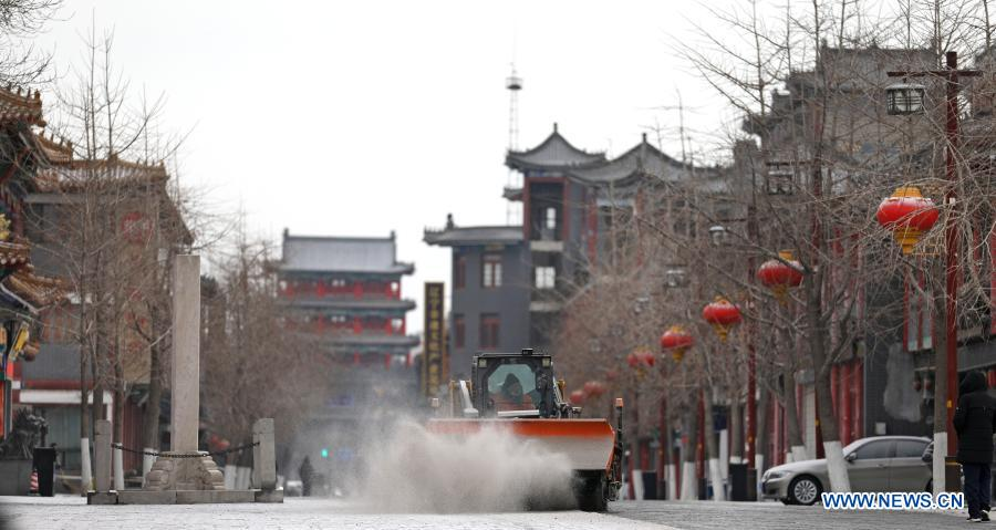 Photo taken on Jan. 13, 2021 shows a snowplow removing snow in the streets outside Shenyang Imperial Palace in Shenyang, northeast China's Liaoning Province. Shenyang Imperial Palace was built in 1625 and had been used as the imperial palace in early Qing Dynasty (1616-1911). (Xinhua/Yao Jianfeng)