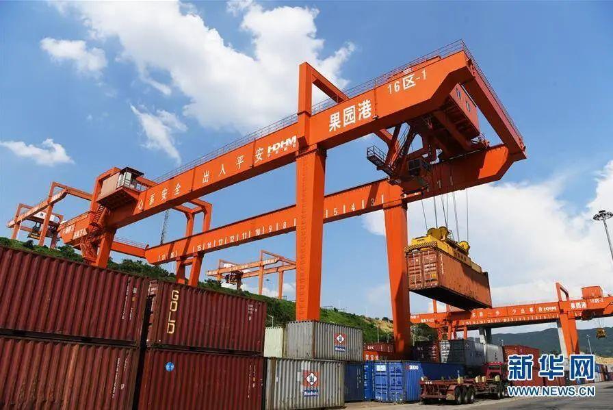 """赠书丨2020年中国经济有8个""""没想到"""",2021年增长的关键变量是……"""