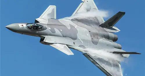 当歼-20与F-22相遇,谁更胜一筹?合理的战术是胜负的关键