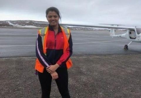 孟买23岁女孩成世界上首位飞越大西洋和太平洋的女飞行员