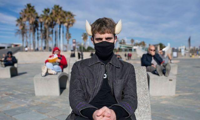 """西班牙:艺术家头部植入""""天气鳍"""",可感知湿度、气压等!"""