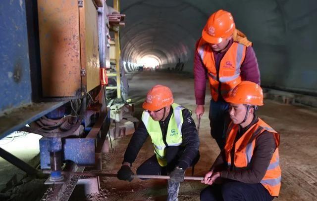 建瓯市殡葬服务中心配套工程龙石山隧道顺利贯通