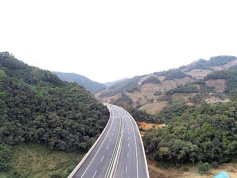 中缅国际大通道云南墨临高速公路建成试通车,直达缅甸和印度洋