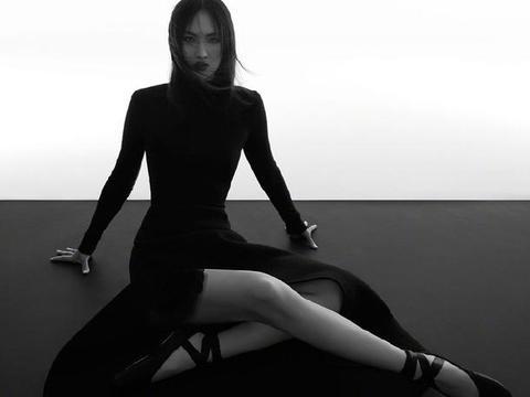 名媛姚安娜拍大片,直角肩毛衫配皮裙优雅干练,才女身材不输超模