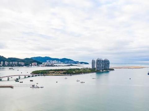 航拍三亚,60米的高空欣赏不一样的风景,凤凰岛像仙人掌在海边