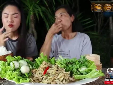 贝拉吃五花肉炖笋,香浓美味,晚上吃点热菜,妈妈也喜欢