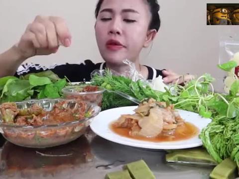 怪姐吃鱼肉沫拌米粉,姐也开始吃热菜热饭啦