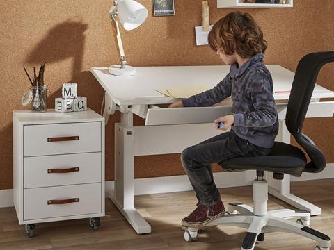儿童书桌需科学选尺寸 更符合孩子身高要求