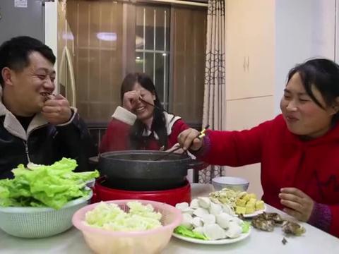胖妹带着老公去蹭饭,8斤羊蝎子三人吃,看着就让人流口水啊