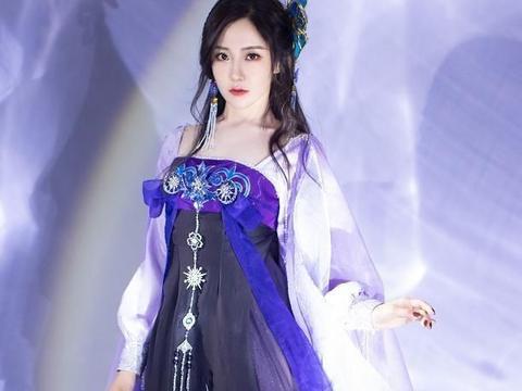 女明星穿着汉服,王艺瑾明亮动人,她就像一个仙女