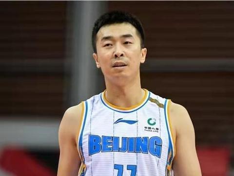 场均2分+新赛季5次违体,他才是北京男篮最大的祸根!