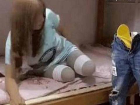 国外残疾女孩每次换衣服要把假肢脱下,画面看着让人心酸