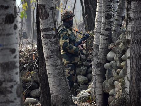 印度军队开枪射杀克什米尔青年,套用罪名