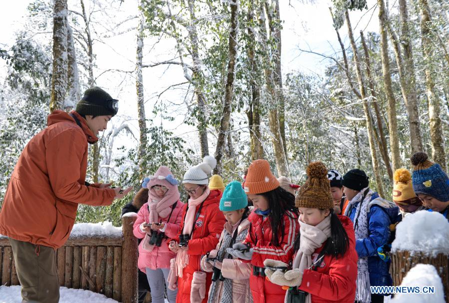 Students from Huchangbao Primary School learn to use compass in Longcanggou National Forest Park in Yingjing County, southwest China's Sichuan Province, Jan. 13, 2021. Recent years Yingjing County has organized a series of educational activities in Longcanggou National Forest Park to boost local education in natural environment. (Xinhua/Liu Mengqi)