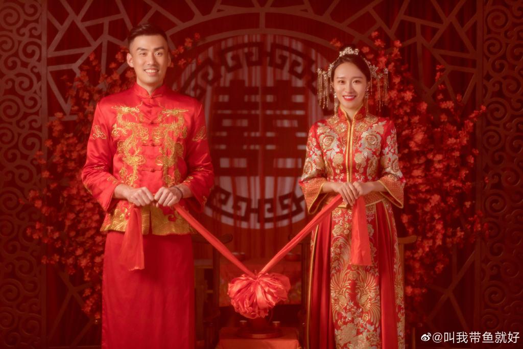 事业爱情双丰收!又一排球国手喜结良缘,娇妻穿中式婚纱美出天际
